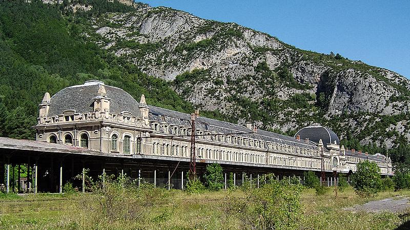 luoghi abbandonati Canfranc_stazione_2011