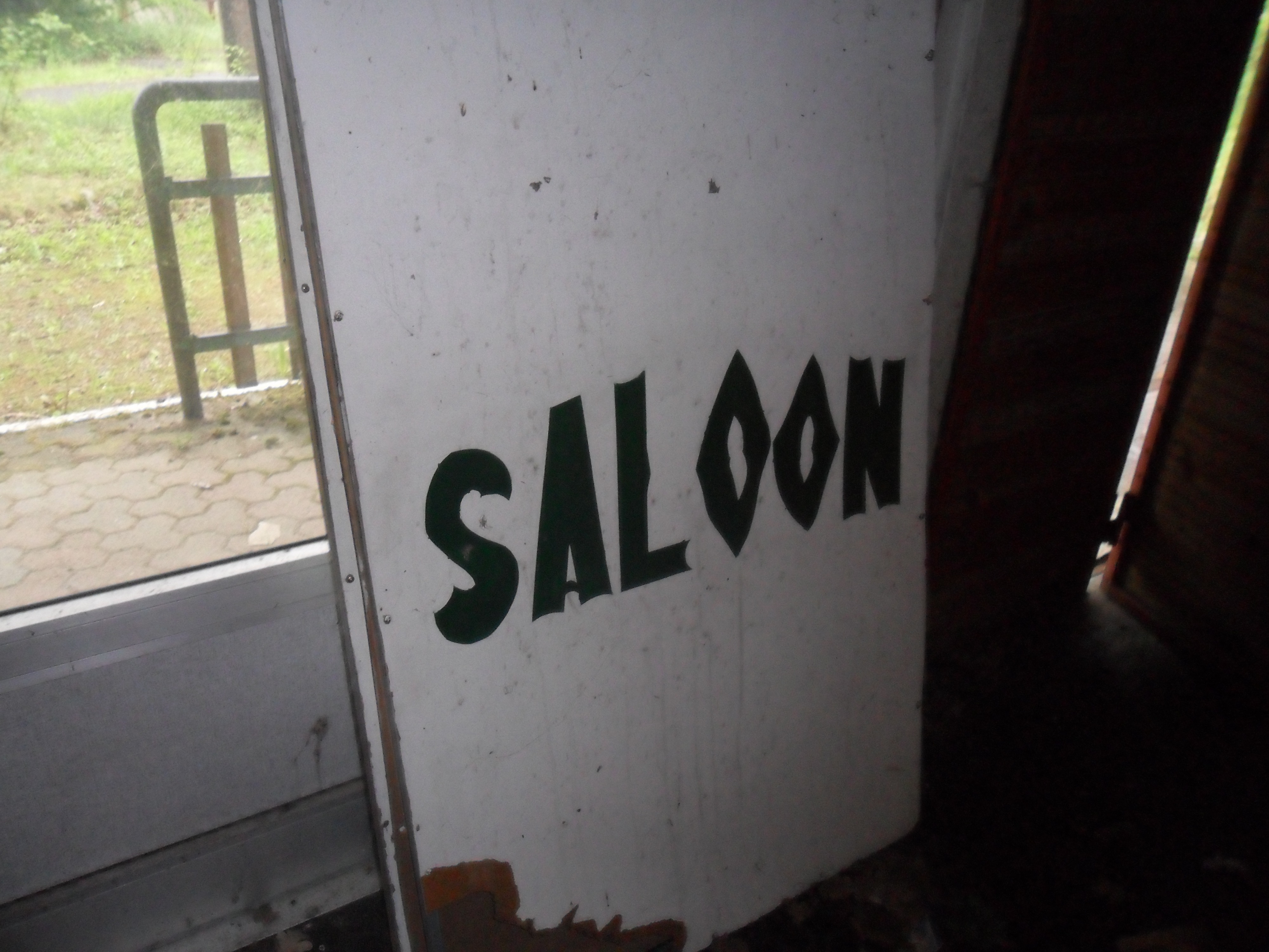 saloon cartello