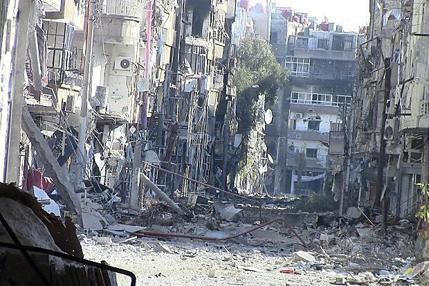 Una delle vie di Daraya, cittadina siriana devastata dai numerosi anni di assedio