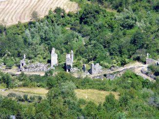 Il paese di Connio Vecchio, visto dall'alto.