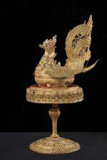 5---Volatile-in-lamina-metallica-e-incrostazioni-di-vetri-colorati---Birmania
