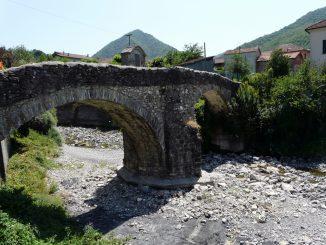 Bromia_(Montoggio)-ponte_medievale_torrente_Pentemina2