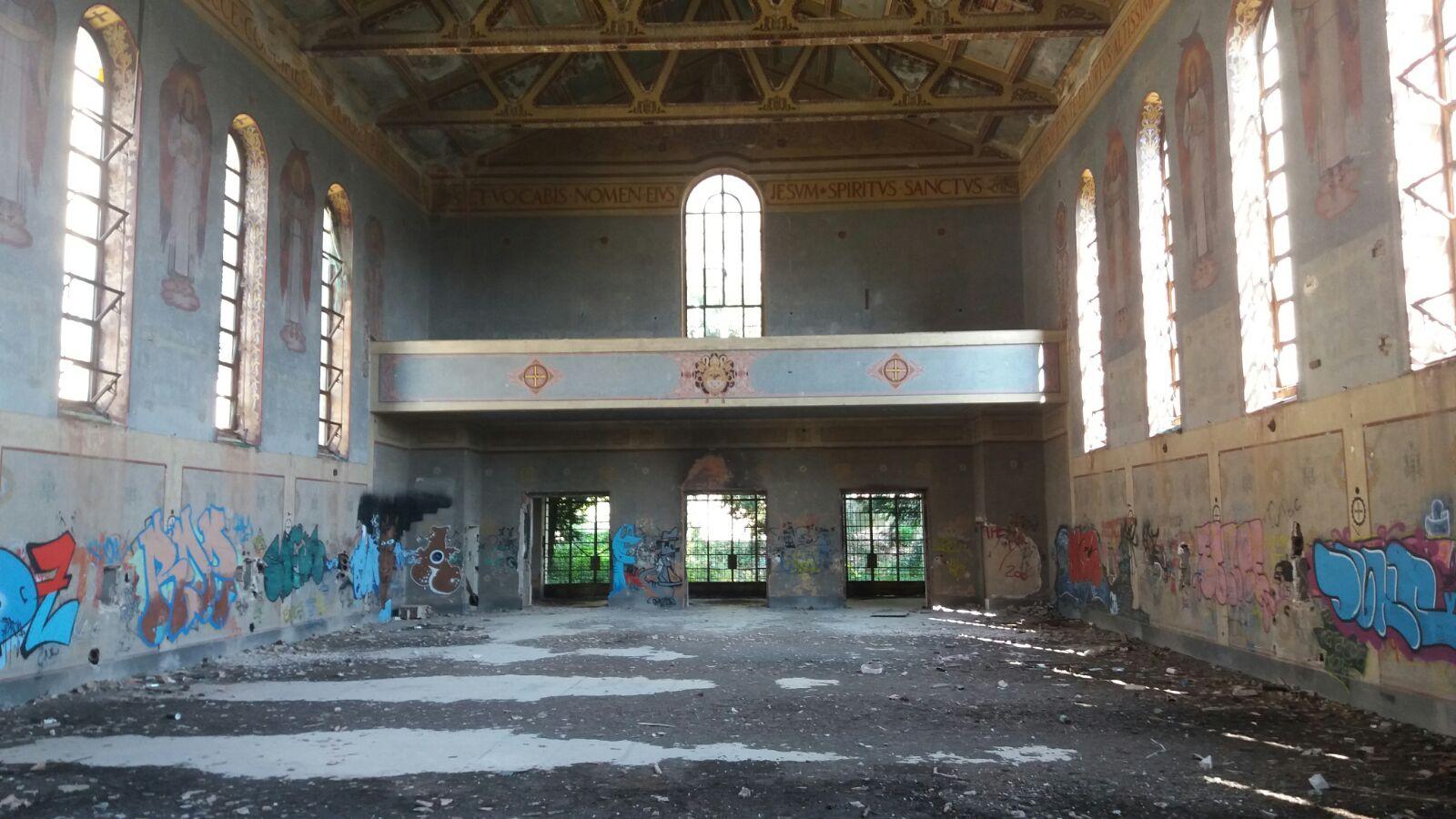 Chiesa sconsacrata ex seminario regionale salerno alla for Pulizie domestiche salerno