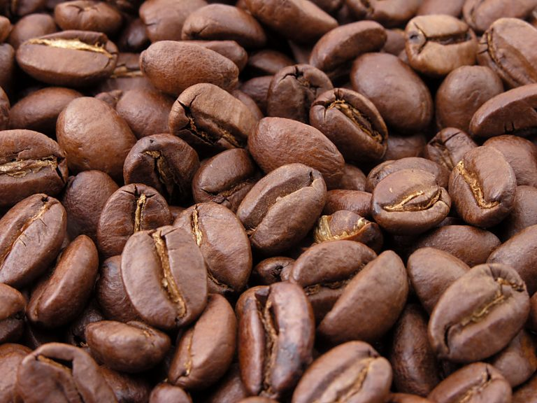 Roasted coffee beans 768x576