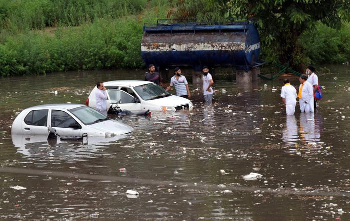 Uno scatto che ritrae un allagamento del Bihar a seguito dei temporali tropicali portati dai monsoni