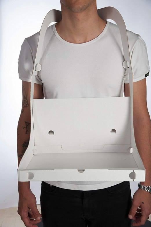 vestibilità classica prezzo migliore codici promozionali Un giovane ha inventato un cartone per la pizza con le bretelle