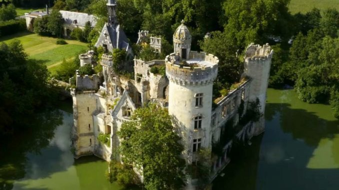 castello de la Mothe-Chandeniers