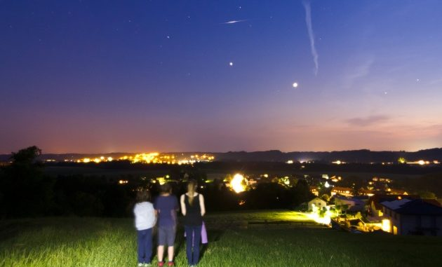 Venere (il punto più brillante) e Giove al crepuscolo