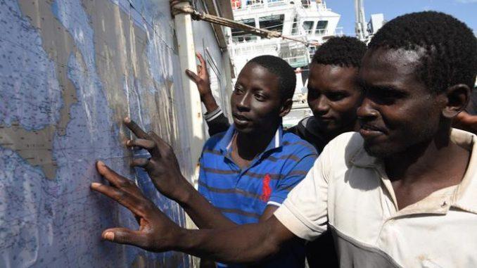 Alcuni dei migranti sbarcati nelle scorse ore a Palermo
