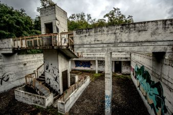 Gli unici abitanti sono i graffitari, anche loro molto rari.
