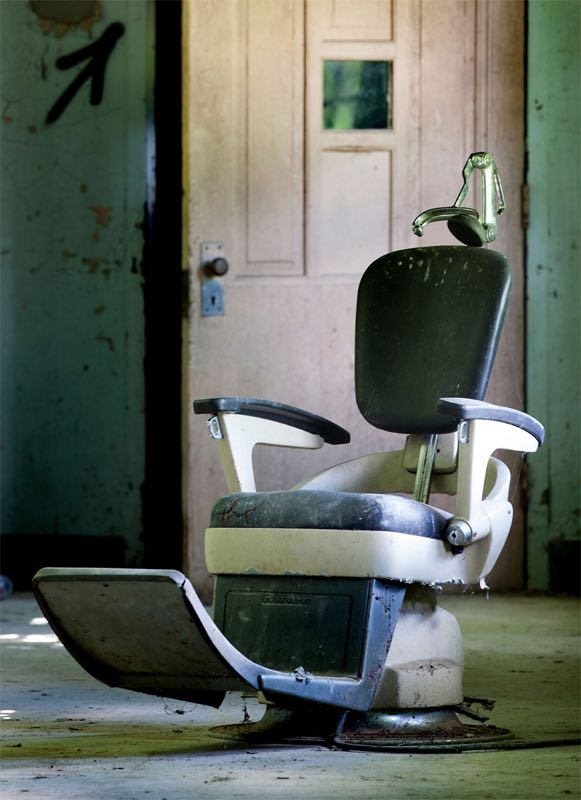 Una sedia per pazienti. Foto di Will Ellis
