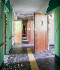 Le porte delle stanze dei pazienti non sono chiuse a chiave.