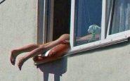 nuda alla finestra