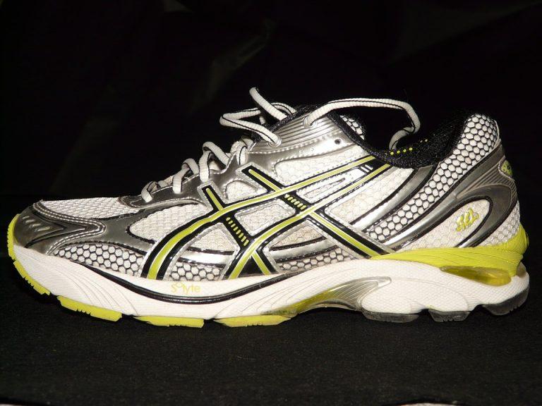 come lavare le scarpe da ginnastica in lavatrice - notizie.it