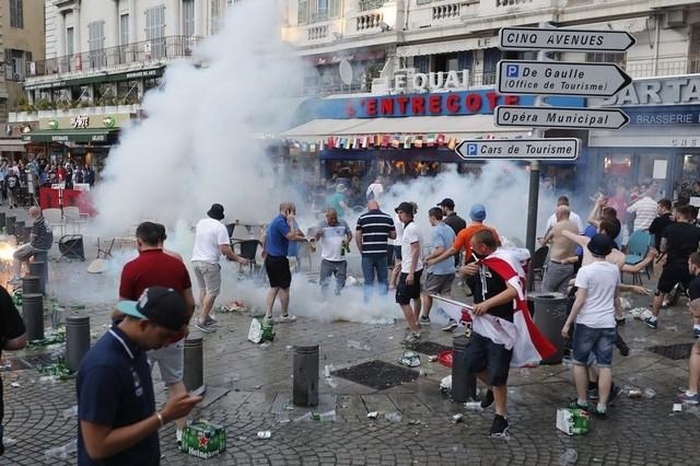 Euro 2016: espulsi hooligan russi in Costa azzurra