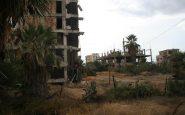 Il vento e la sabbia stanno erodendo lentamente gli edifici. Ogni programma per la ricostruzione non è mai riuscito ad andare avanti.