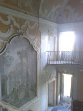 L'atrio principale è molto luminoso, e sembra essere la parte conservata meglio.