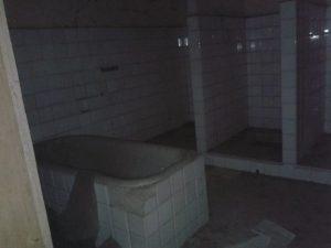 Altre parti dell'edificio somigliano molto di più a un film dell'orrore.