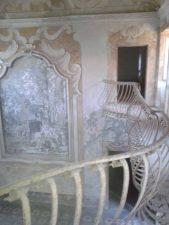 Gli interni restano comunque sfarzosi e molto decorati.