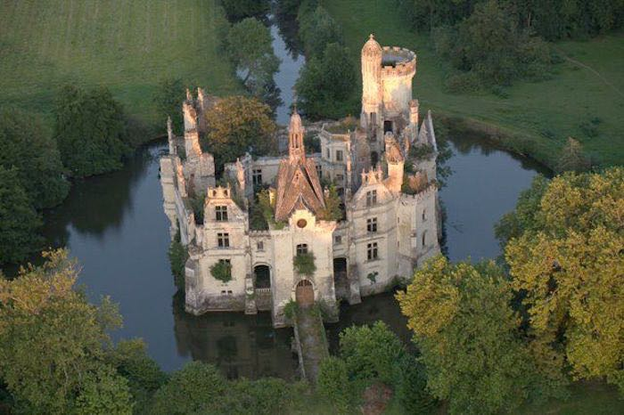 Chateau-de-la-Mothe-Chandeniers01