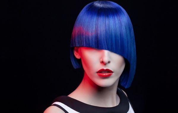 Come fare capelli blu con o senza decolorazione
