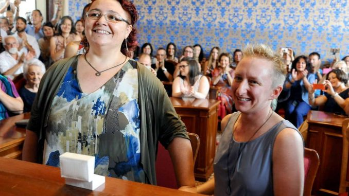 Unioni Civili, a Bologna spose Deborah ed Elena