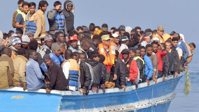Migranti: decessi lungo le coste della Libia. Altri sbarchi a Cagliari, Vibo e Messina