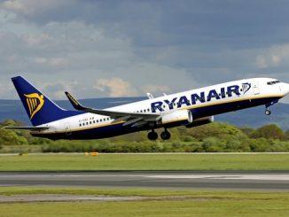 Un velivolo Ryanair in fase di decollo