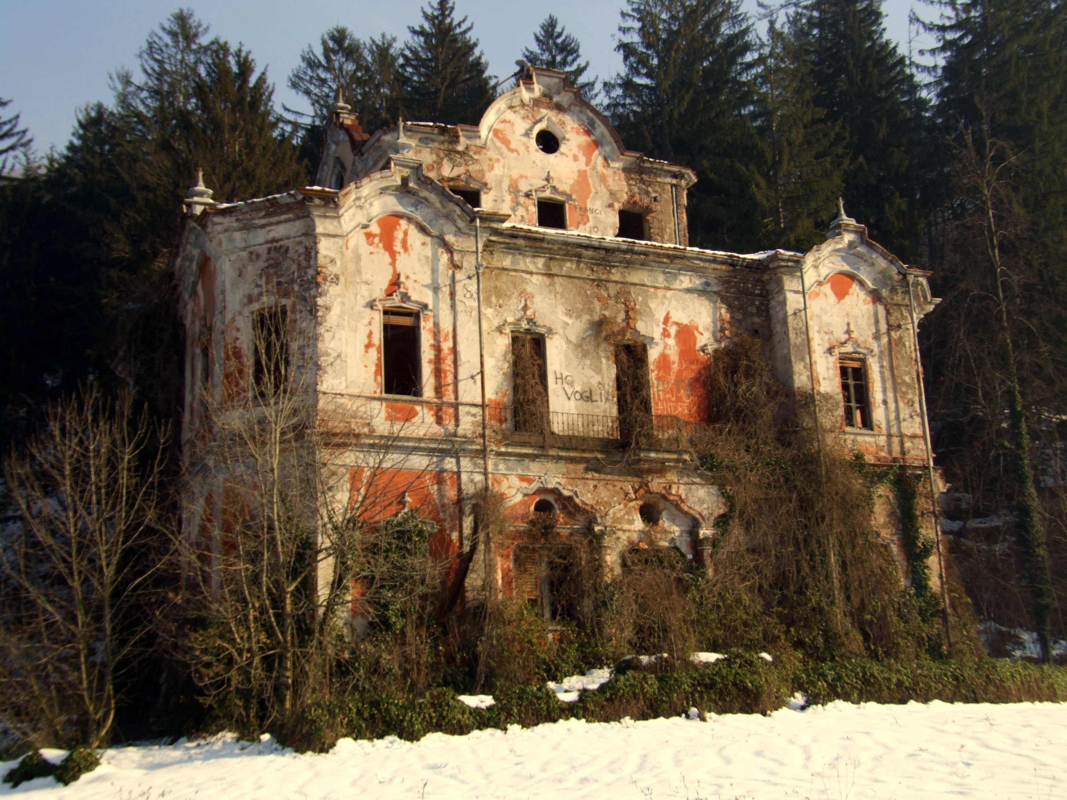 Villa De Vecchi La Casa Dei Fantasmi A Cortenova
