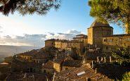 Volterra è un paese bellissimo e ricco di storia, ma nasconde qualcosa di terribile.