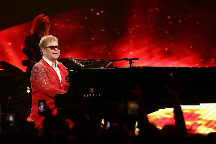 Elton John: stasera in concerto nella magica Pompei