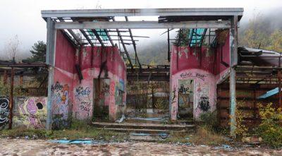 Edificio senza tetto
