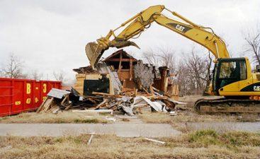 Il processo di demolizione è già avviato.