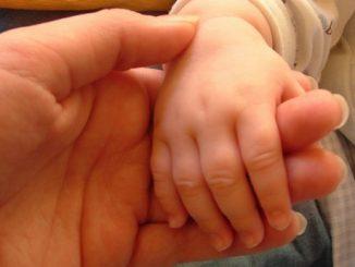 mano-bambino