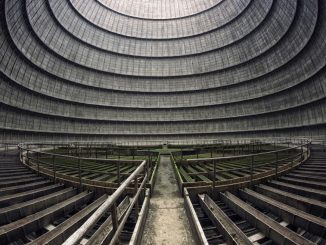 Immagine che mostra le dimensioni impressionanti del vuoto all'interno della torre.