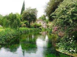Il giardino è curatissimo, grazie a un'associazione di volontari.