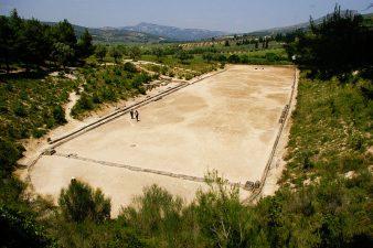 I resti di un'antico stadio greco per una delle gare del Pentathlon.