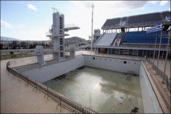 La piscina per le gare di tuffo di Atene giace completamente inutilizzata.
