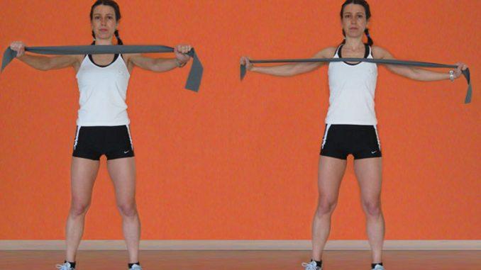 Ginnastica per le spalle con gli elastici