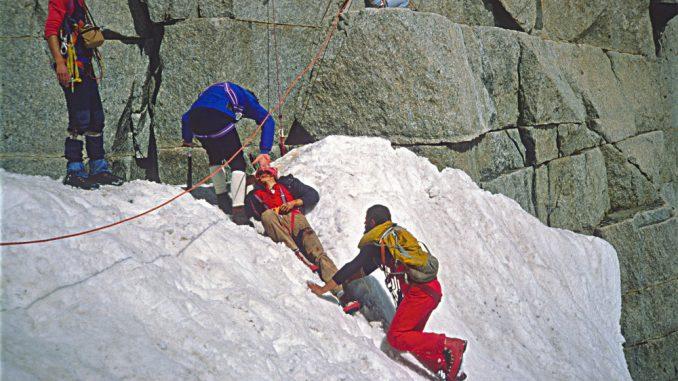 Il bilancio delle vittime della montagna si aggrava e sale a 30