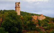 La torre di San Miguel, che veglia sul paesino.