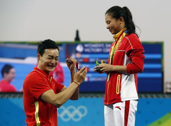 Qin Kai chiede a He Zi di sposarla durante la premiazione della medaglia d'argento