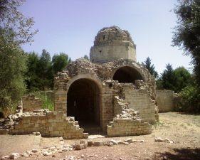 I resti della chiesa.