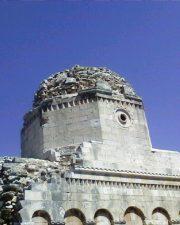 Un particolare della cupola, gioiello architettonico dell'epoca.
