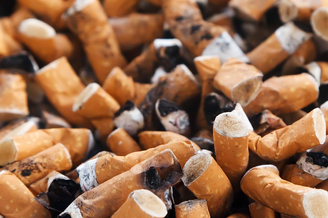 Sigarette in spiaggia, multe fino a 3000 euro per i trasgressori