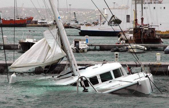 Una barca affonda in Sardegna, salve le persone a bordo