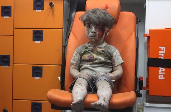 Siria, ucciso il fratellino del piccolo Omran