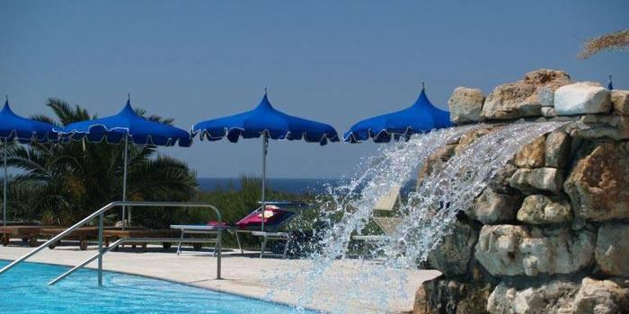 Lecce, giovane papà muore in piscina davanti al figlio di 4 anni
