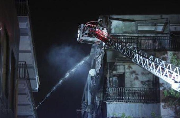 Roma, esplode palazzina sulla via Tuscolana. Panico, decine in fuga
