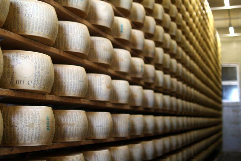 Parmigiano Reggiano, prosciutto, vino: furti all'italiana